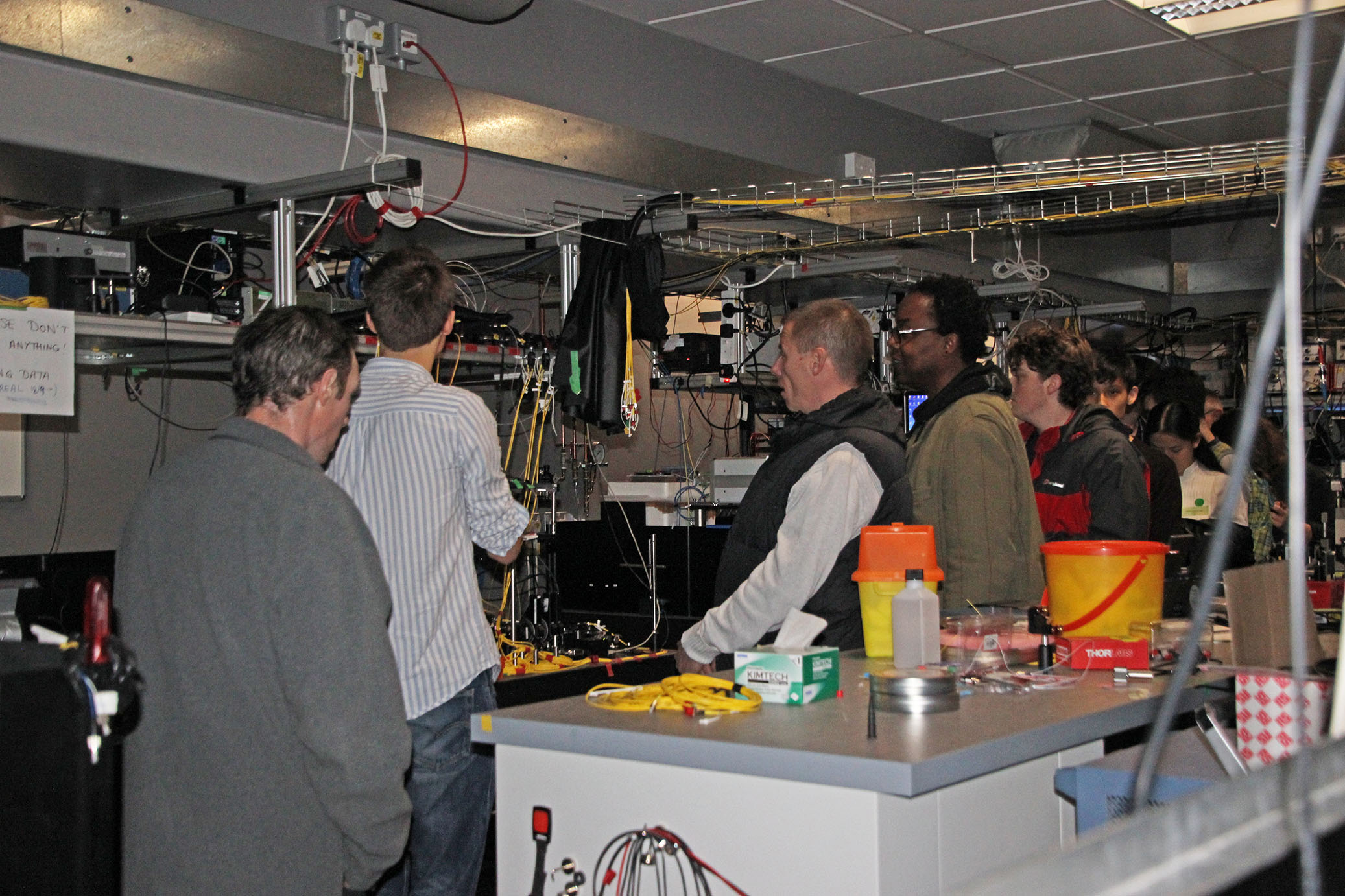 Lab tours at the Evening of Quantum Discovery / Credit: Olga Brecht, NQIT